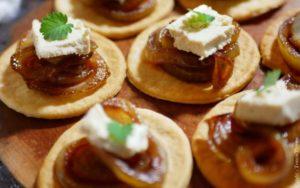 Gourmandise aux oignons confits et Carrée de Tomm'Pousse