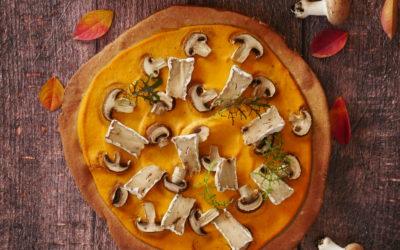Pizza d'automne à la crème de butternut, aux champignons et au CamemVert
