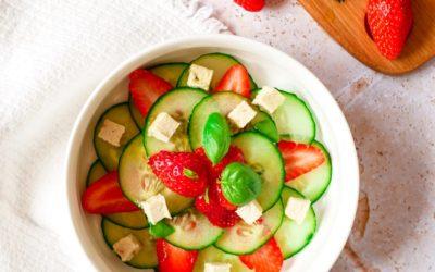 Tartare de fraises, concombre et Carrée aux fines herbes