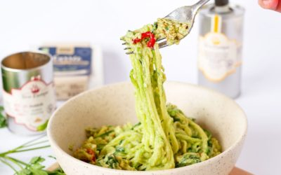 Spaghettis de courgettes, sauce à l'avocat et Carrée aux fines herbes